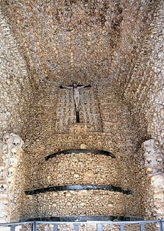 Эвора, Португалия.Капелла костей построена в XVI веке