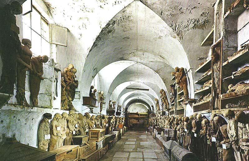 Италия.Рим. Мумии и скелеты в церкви капуцинов